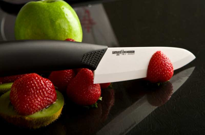 Керамический нож режет клубнику
