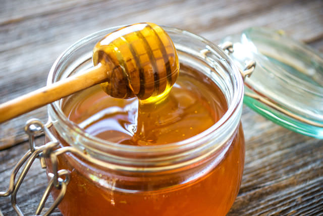 Мед с ложечкой