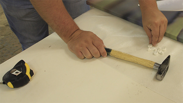 Подготовка креплений для картин
