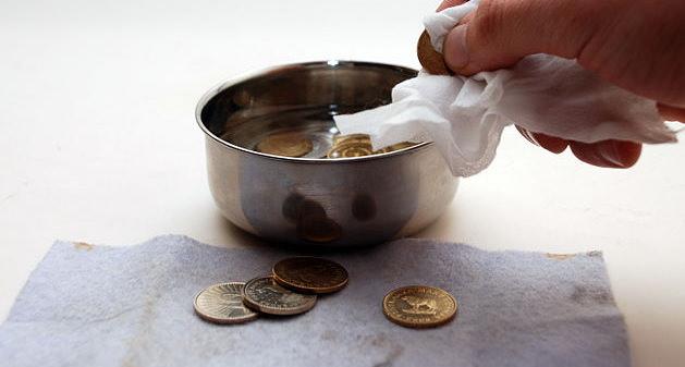 Читка монет в чашке