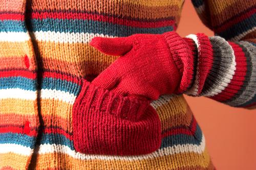 Шерстяная кофта и перчатки