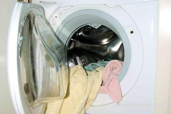 Одежда в стиральной машине