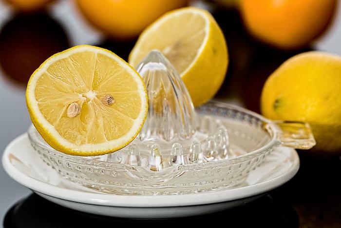 Лимон на таркелке