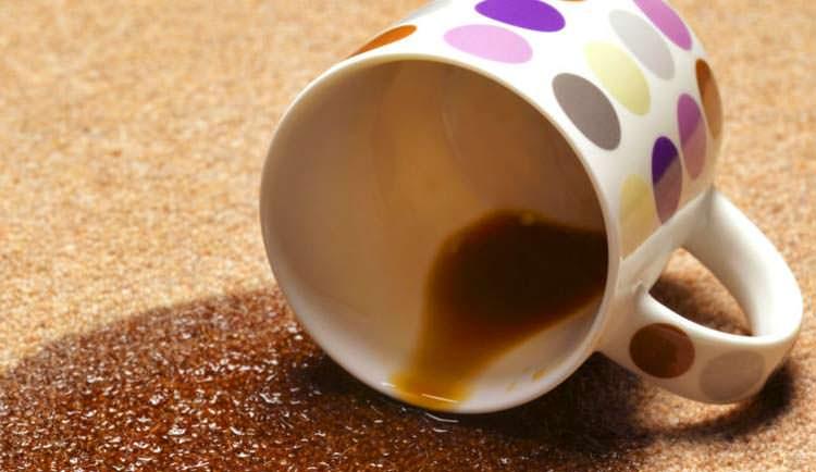 Пролитая кружка кофе