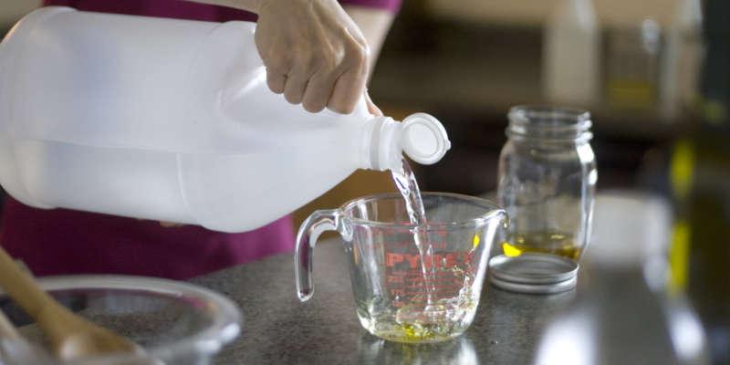 Как помыть напольную плитку без разводов